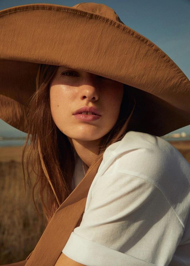 Tokalı geniş kesim şapka
